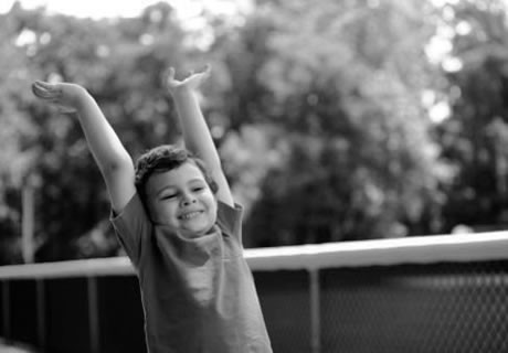 Centro  TerapéuticaEl CET brinda atención diaria en forma de Jornada Simple (4 hs) o Jornada Doble (8 hs). Se utilizan recursos terapéuticos individualizados  para posibilitar la adquisición de aprendizajes. La atención es todo el año, en verano se realizan actividades recreativas y pileta.